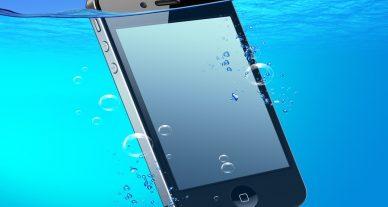 celular na água