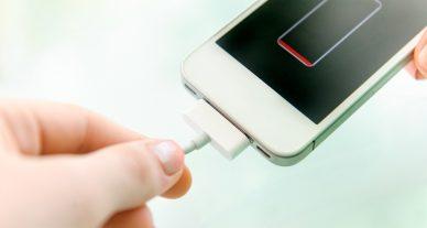 celular sem bateria carregando