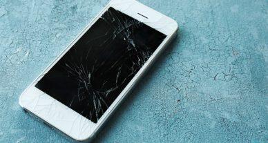 celular com tela quebrada